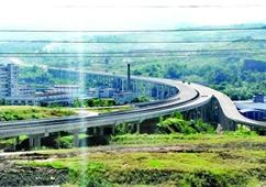 万利高速五桥互通连接道主体已完成 即将进行路面沥青摊铺