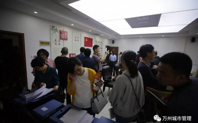 5月30日下午,区委组织部组织近100名党建工作者观摩、指导区城管局机关党建阵地建设。