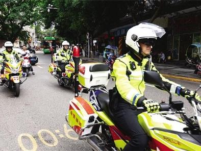 """交巡警全力推进""""多勤联动""""综合整治规范城区交通秩序"""