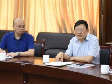 8月22日上午,市委教育工委委员、市教委副主任邓沁泉冒着近40度的高温,莅临万州中学调研指导工作。