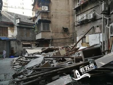 太白街道一居民自拆违章建筑150多平方米