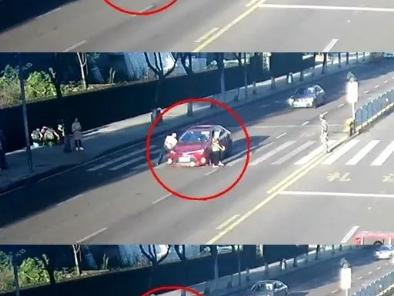 厦门大道一七旬老人被撞受伤,监控还原事故瞬间:这样开车太危险!