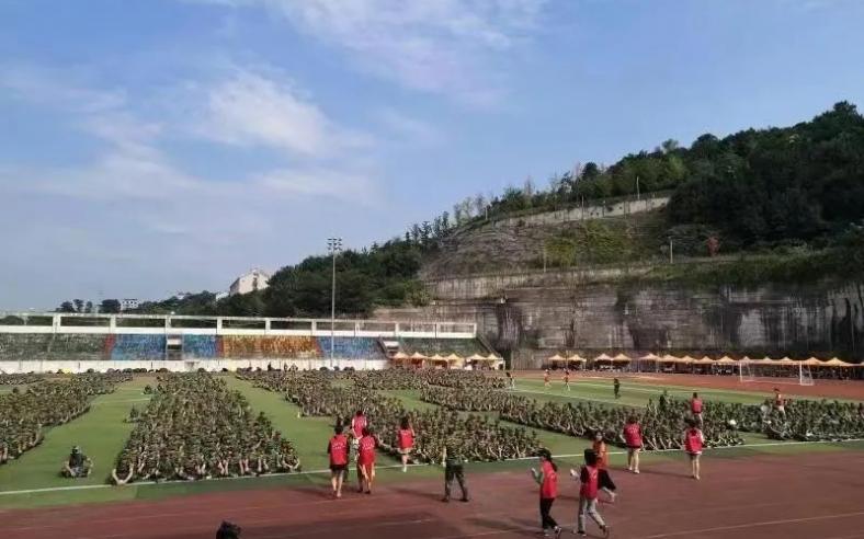 反诈民警到重庆三峡学院开展集中宣传。